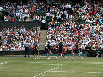 Ball boys and girls take their positions