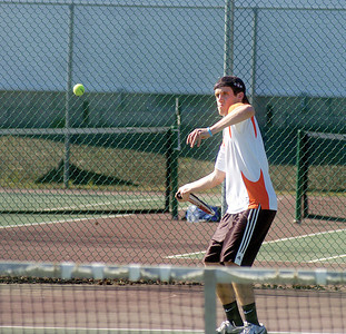 Kyle Gruss winds up to hit the ball during his No. 2 signles match on Wednesday.
