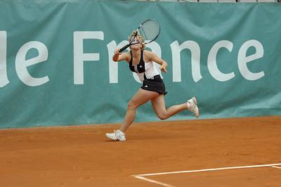 Mailyne Andrieux (FRA) vs Timea Bacsinszky (SUI) Mailyne Andrieux- fond de court