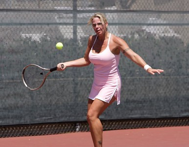 Sasha (from Cuesta) lines up a forehand