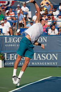 Juan Martin del Potro serves to Andy Roddick in finals match