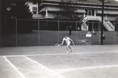 Man Playing Tennis XII (01254)
