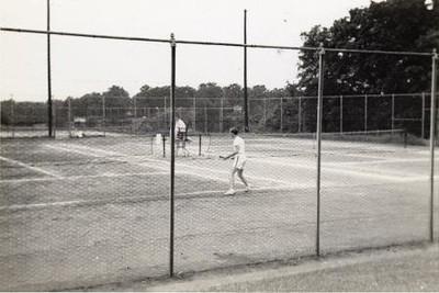 Men Playing Tennis  IV  (01240)