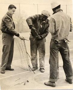 Men Mending Net (01273)