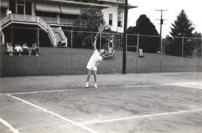 Man Playing Tennis VI (01239)
