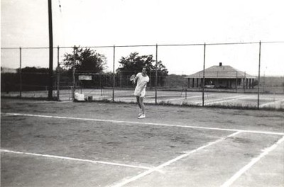 Man Playing Tennis III (01236)