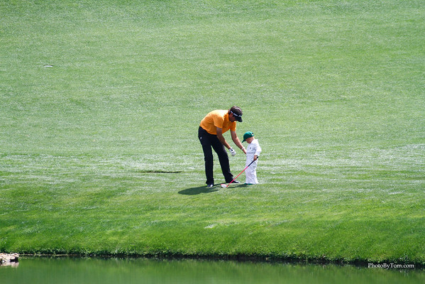 Bubba Watson giving his little son a tip during the par 3 tournament at Augusta National Golf Course. The Masters 2015.  #themasters