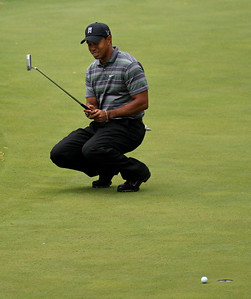 Tiger Woods reacts to missing a birdie putt on the 16th green during the first round of the Masters golf tournament in Augusta, Ga., Thursday, April 8, 2010. (AP Photo/Charlie Riedel)
