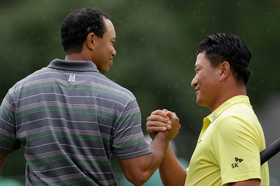 Tiger Woods, left, shakes hands with K.J. Choi of South Korea following their first round of the Masters golf tournament in Augusta, Ga., Thursday, April 8, 2010. (AP Photo/David J. Phillip)