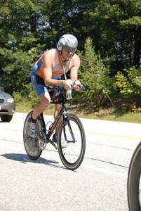 Ramon rocking the bike with his disc wheel and his aero helmet