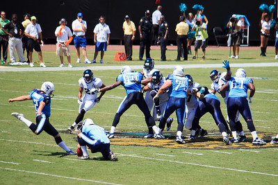 This is Rob Bironas attempting a 66 yard field goal. Really. A 66 YARD field goal. That guy must think he's Sebastian Janikowski.