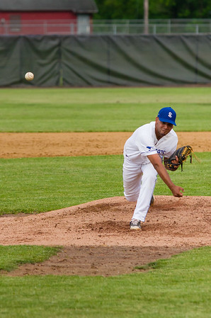 Steeplecats' pitcher Christopher Cepeda tosses a pitch in the third inning.