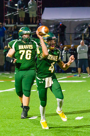 Braves quarterback Ian Hadsell throws a short pass early in the 3rd quarter.
