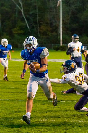 Connor Noyes rushes for a touchdown early in the 2nd quarter.