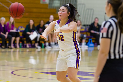 Emily Chang (12) makes a pass early in the first quarter for Williams.
