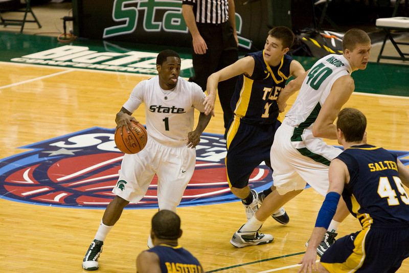 Kalin Lucas takes the ball through the middle