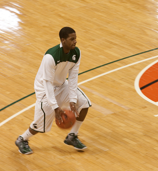 Korie Lucious during warm up.