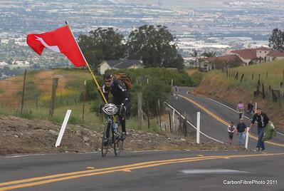 Stage 4, Flag-bearing fan climbing Sierra Drive.