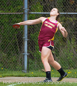 California's Cailyn Clancy throws the discus 106.4 feet to qualify for WPIALS