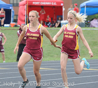 California's Crystal Wright (right) makes the handoff of the baton to Dani Khoeler in the girls 4x100