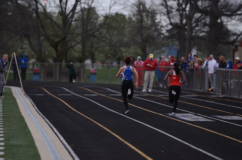 HSE spinted to the finish in the Girls 400m relay