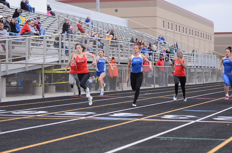 Girls 100m dash - Fishers 1st place