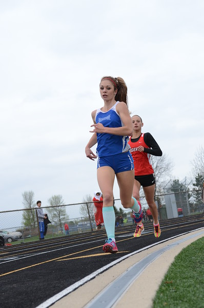 HSE Jessica King leading in the 1600m