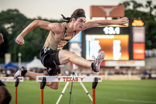 """Remington Crossnoe from Bushland High School takes gold in the 4A 300 meter hurdles with a time of 37.35"""" at the 2017 UIL State Track and Field Championships"""