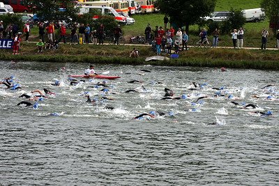 Start of race for the 2nd group of relays, Uwe must be somewhere....