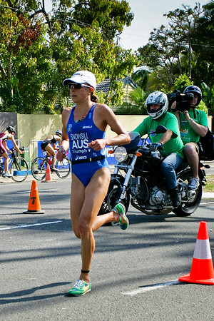 Olympic Gold Medalist Emma Snowsill - 2008 Noosa Triathlon, Noosa Heads, Sunshine Coast, Queensland, Australia. Photos by Des Thureson - http://disci.smugmug.com