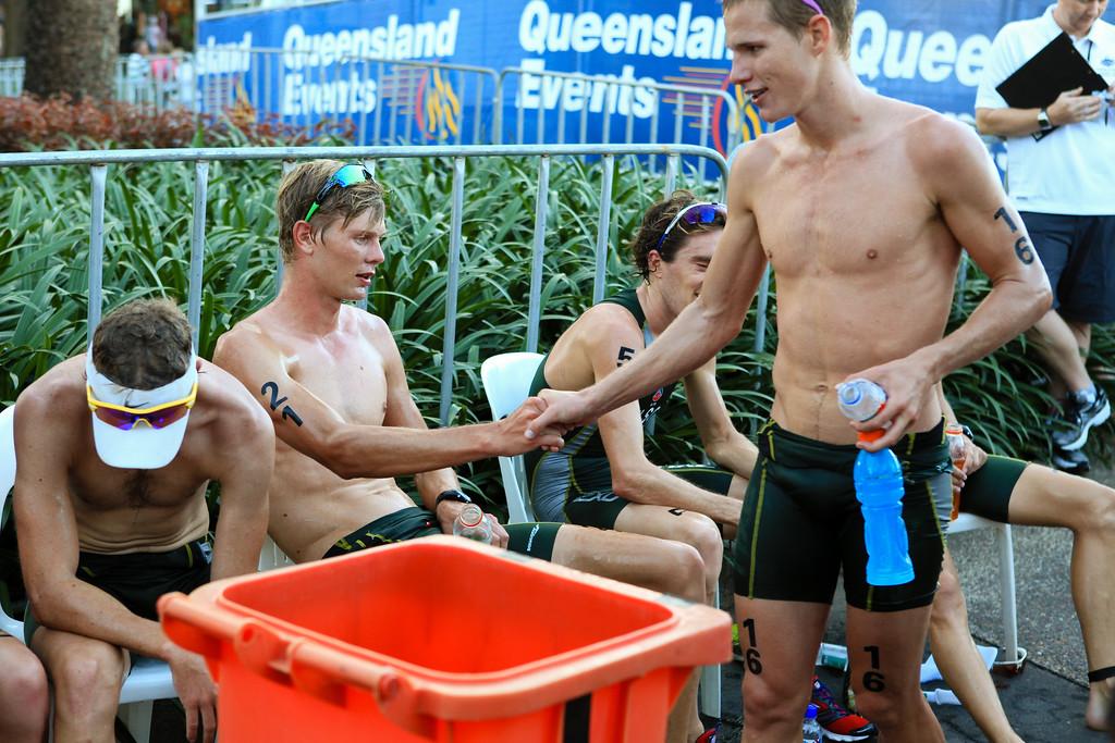 Relief, Rest - Dan Wilson, Sam Betten - Mooloolaba Men's ITU World Cup Triathlon, 27 March 2010