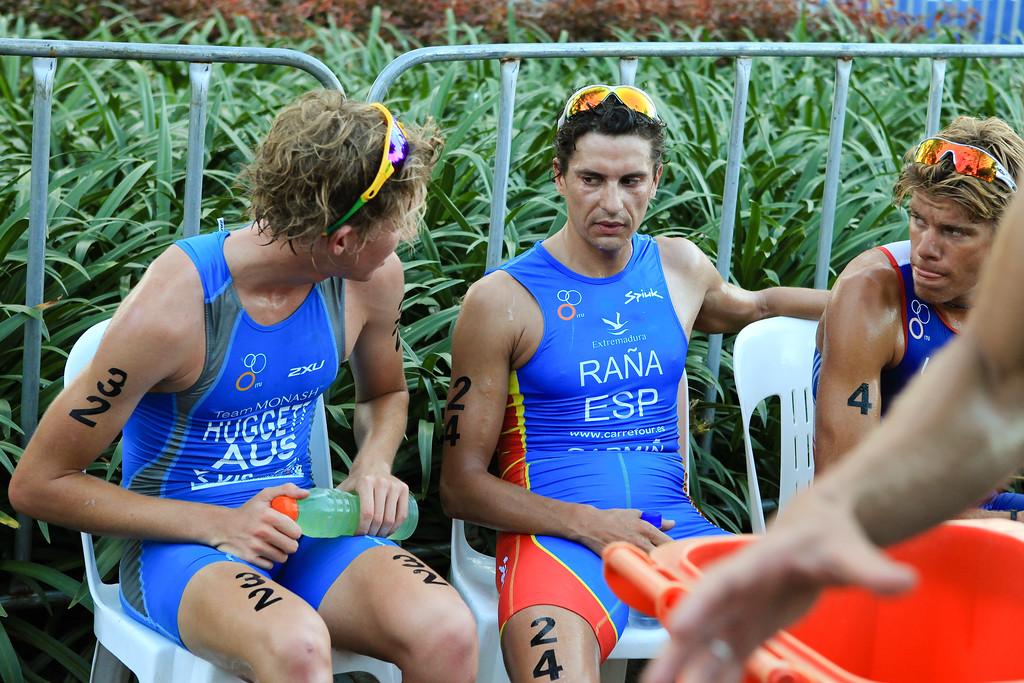 Relief, Rest - Jamie Huggett, Ivan Rana, David Hauss - Mooloolaba Men's ITU World Cup Triathlon, 27 March 2010