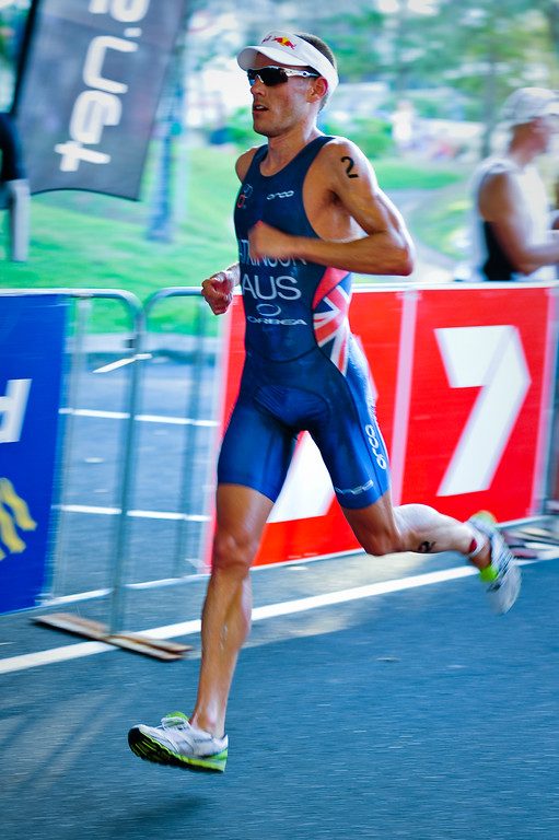 Courtney Atkinson nears the finish - Mooloolaba Men's ITU World Cup Triathlon, 27 March 2010