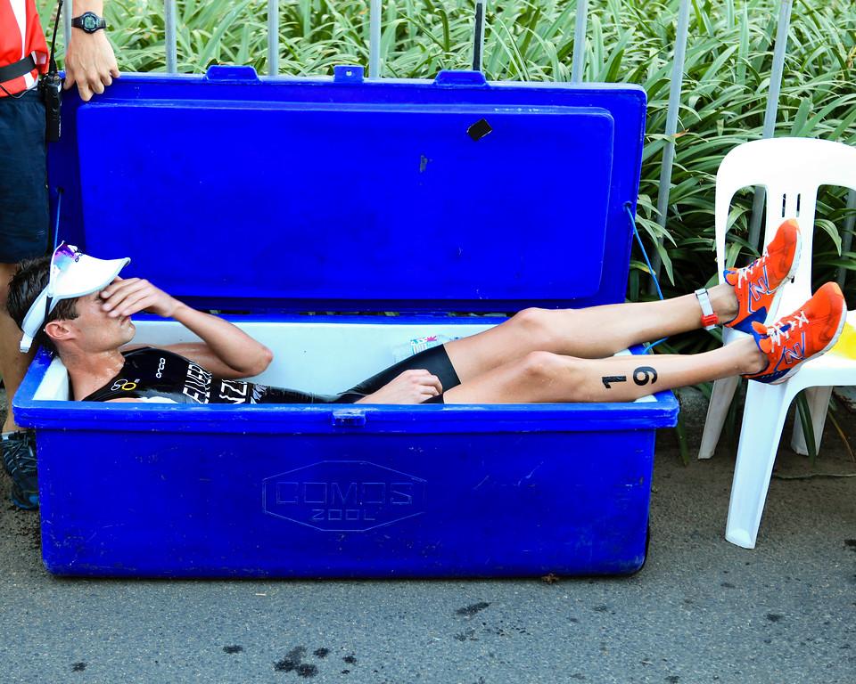 10x8 crop - Relief, Rest - James Elvery - Mooloolaba Men's ITU World Cup Triathlon, 27 March 2010