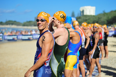 Courtney Atkinson holds pride-of-place on the outside of the starting group - Mooloolaba Men's ITU World Cup Triathlon, 27 March 2010