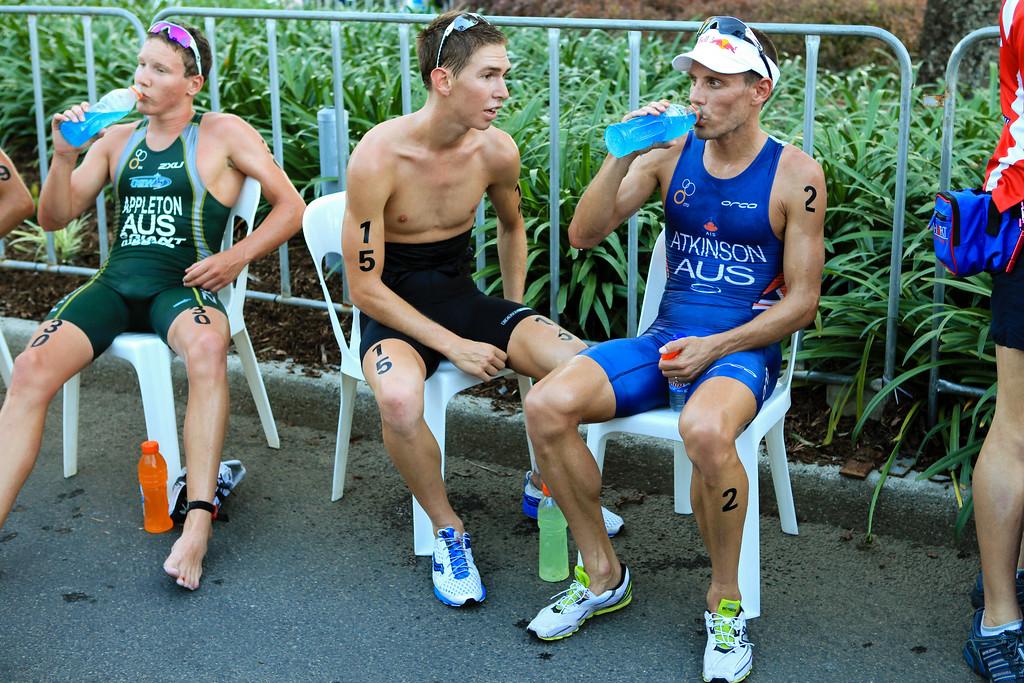Relief, Rest - Sam Appleton, Josh McHugh, Courtney Atkinson - Mooloolaba Men's ITU World Cup Triathlon, 27 March 2010