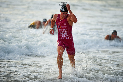 Brian McLeod exits the water in first place - Mooloolaba Triathlon, 28 March 2010.