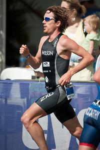 Dan Wilson - Run Leg: Noosa Triathlon, Noosa Heads, Sunshine Coast, Queensland, Australia; 31 October 2010.
