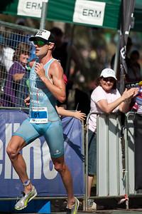 2nd place, Kris Gemmell - Run Leg: Noosa Triathlon, Noosa Heads, Sunshine Coast, Queensland, Australia; 31 October 2010.