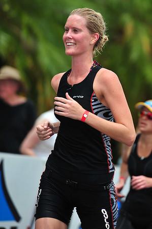 Kristy Graham - Run Leg: Noosa Triathlon, Noosa Heads, Sunshine Coast, Queensland, Australia; 31 October 2010.