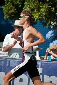 Sam Betten - Run Leg: Noosa Triathlon, Noosa Heads, Sunshine Coast, Queensland, Australia; 31 October 2010.