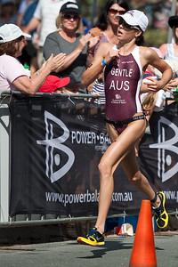 2nd place, Ashleigh Gentle - Run Leg: Noosa Triathlon, Noosa Heads, Sunshine Coast, Queensland, Australia; 31 October 2010.