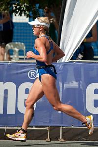 Kirralee Seidel - Run Leg: Noosa Triathlon, Noosa Heads, Sunshine Coast, Queensland, Australia; 31 October 2010.