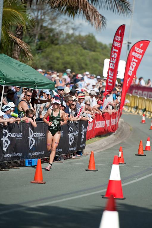 Emma Jackson - Run Leg: Noosa Triathlon, Noosa Heads, Sunshine Coast, Queensland, Australia; 31 October 2010.