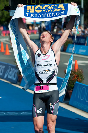 2011 Men's Winner David Dellow - 2011 Noosa Triathlon, Noosa Heads, Sunshine Coast, Queensland, Australia; 30 October 2011.