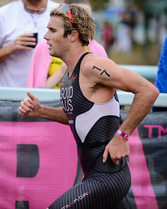 Cameron Good - Run Leg - 2012 Noosa Triathlon, Noosa Heads, Sunshine Coast, Queensland, Australia; 4 November 2012. Photos by Des Thureson. Camera 1.