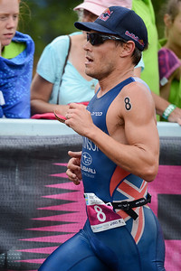 Three times winner, dual Olympian Courtney Atkinson - Run Leg - 2012 Noosa Triathlon, Noosa Heads, Sunshine Coast, Queensland, Australia; 4 November 2012. Photos by Des Thureson. Camera 1.