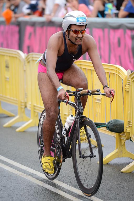 Gi Singh - Bike Leg - 2012 Noosa Triathlon, Noosa Heads, Sunshine Coast, Queensland, Australia; 4 November 2012. Photos by Des Thureson. Camera 1.