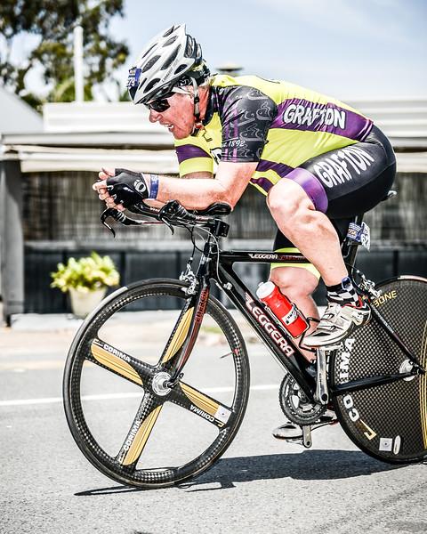 Alternate Processing: Surreal Edgy Effect - Strong - Bike Leg - 2015 Noosa Triathlon, Noosa Heads, Sunshine Coast, Queensland, Australia; 1 November. Camera 1. Photos by Des Thureson - disci.smugmug.com