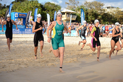 Danielle DE FRANCESCO - Swim Leg - 2016 Noosa Triathlon, Noosa Heads, Sunshine Coast, Queensland, Australia; 30 October. Camera 2. Photos by Des Thureson - disci.smugmug.com